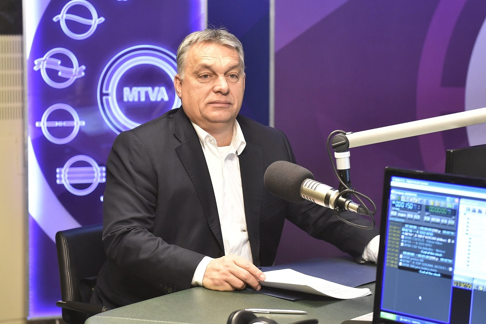 Orbán türelmesen meghallgatta a HVG kérdéseit, majd közölte, hogy decemberben válaszol rájuk